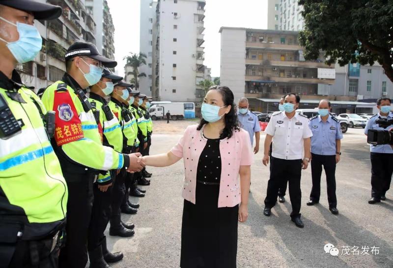国庆假期首日,袁古洁看望慰问公安民警并检查督导执勤值守工作